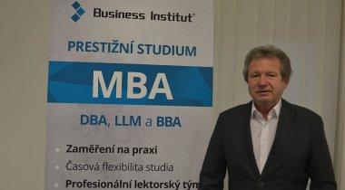 O síle myšlenky s nejinteligentnějším Čechem a úspěšným absolventem Business Institutu, Karlem Kostkou