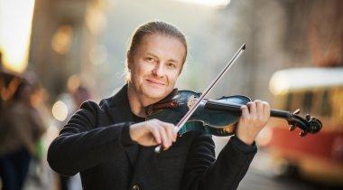 Nejslavnější český houslista současnosti Pavel Šporcl si jde pro titul MBA